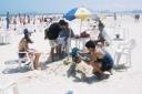 Sidney de Castro, Mauro Felão Junior, Rosemeire de Castro, Daniele Alves de Castro, Gustavo Alves de Castro, - enterrado na areia - Praia Enseada, Guarujá