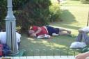 DESC, - dormindo na grama - Hopi Hari, Vinhedo